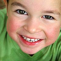 Hymyilevä poika
